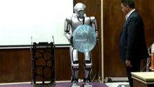 İran yeni insansı robotunu tanıttı