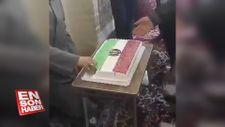 İran'da pastalı 40'ıncı yıl kutlaması
