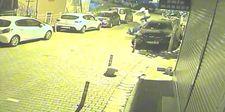Kağıthane'de motosiklete binen iki genç, kaza yaptı