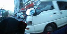 İstanbul'da minibüs sürücüsü motosikletliye çarptı