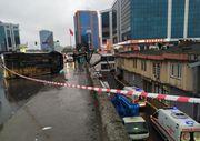 İstanbul'da yan yatan araçtan 4 kişi fırladı