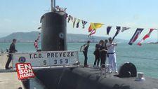Askeri denizaltı ve okul gemisi ziyarete açıldı
