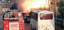 Kadıköy'de yanan cip patladı