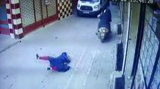 Motosikletli hırsızlar hamile kadını yerlerde sürükledi
