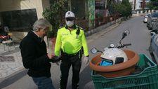 Antalya'da kaskı saksıda taşıyan sürücüye 2 bin 893 TL ceza