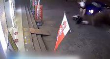 Çin'de otomobilin çarptığı motosikletli havaya uçtu