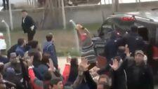 Kemal Kılıçdaroğlu'nun arabasına taş atan kadın