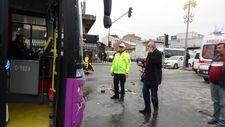 İstanbul'da kırmızı ışıkta geçen taksi otobüse çarptı
