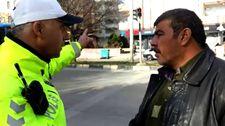 Gaziantep'te kırmızı ışıkta geçen yayadan şaşırtan savunma