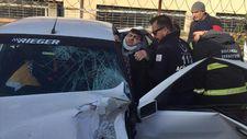 Kocaeli'de kazada otomobilde sıkışan sürücüyü itfaiye kurtardı