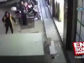 Üstüne dolap düşen çocuk yaşamını yitirdi