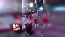 Sokak müzisyenine danslarıyla eşlik ettiler