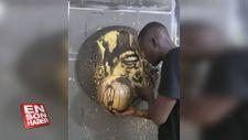 Tanınmış kişileri özdeşleştiği nesnelerle resmeden sanatçıdan Sadio Mane tablosu