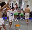 Trabzonspor soyunma odasında kolbastılı kutlama