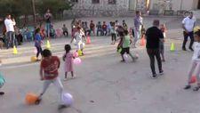 Gönüllü öğretmenler köylerde düzenledikleri etkinliklerle çocukların yüzünü güldürüyor