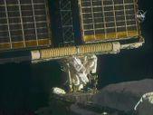 Astronotlar, güneş panellerinin kurulumu için uzay yürüyüşüne çıktı