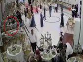 Bursa'da küçük kızın düğün salonundaki hırsızlık anları