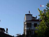 Malatya'da eşini görmek için çatıya çıkan şahıs, inerken yerine arkadaşını bıraktı
