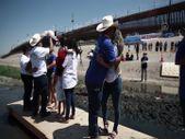 Meksika - ABD sınırında gösteri