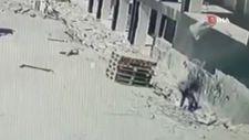 Samsun'da kum çuvallarını incelerken üzerine başka bir çuval düştü
