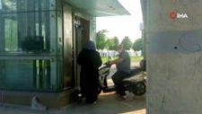 Zeytinburnu'nda üstgeçit asansörüne motosikletiyle bindi
