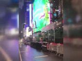 Times Meydanı'nda bir kişi hoverboard ile uçtu