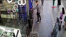 Diyarbakır'da hırsızlık yaptığı dükkanın önünden geçerken yakalandı