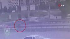 Kartal'da, üst geçidi kullanmayan gence motosiklet çarptı