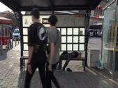 Taksim'de tramvay durağında uyuşturucu krizine girdi