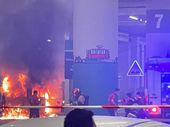 İstanbul Havalimanı'nda yangın: Yolcu aracı alev topuna döndü