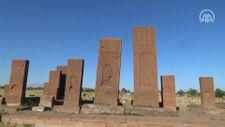 Ahlat Selçuklu Mezarlığı'ndaki 100 mezar taşı daha ayağa kaldırılacak