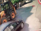 Beykoz'da yaya, iki araç arasında kaldı
