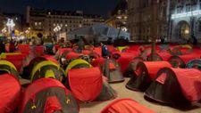 Fransa'da göçmenler çadır kurdu
