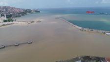 Zonguldak'ta deniz çamurla kaplandı