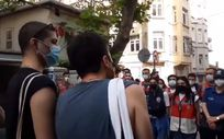 Taksim'de yürüyemeyen gay çifte CHP sahip çıktı