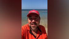 Ata Demirer'den 'Bozcaada sahilleri temiz' mesajı