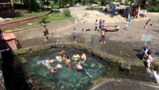 Diyarbakır'da, çocukların süs havuzundaki tehlikeli eğlencesi