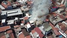 Tahtakale'de oyuncak deposunda yangın çıktı