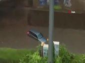 Almanya'da şiddetli yağış ve fırtına hayatı felç etti