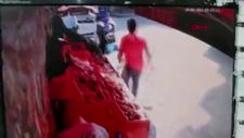 Gaziosmanpaşa'da otomobil manav reyonuna girdi