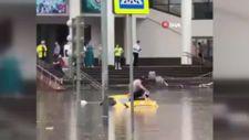 Moskova'da şiddetli yağış ve fırtına hayatı felç etti
