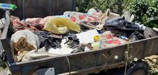 Osmaniye'de, kokan evden 2 römork dolusu çöp çıkarıldı