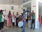 Gaziantep'te emekli olan bakkal, iş yerini düğün havasında kapattı