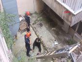 İstanbul'da alacaklılarını dolandırmak isterken apartman boşluğuna düştü