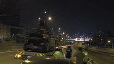 Kadıköy'de kaza yapan sürücü, otomobilini bırakıp kaçtı