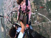 Manisa'da yamaç paraşütü yaparken tavla oynadılar