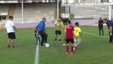 Ordu Valisi Sonel, şehit çocuklarının forma ve futbol oynama isteğini yerine getirdi