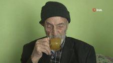 110 yaşındaki Mahmut dede, günde 2 litre kola içiyor