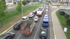 Kuzey Ege'ye tatile çıkanların trafik yoğunluğu