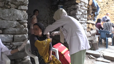 Bitlis'te koronavirüs savaşçıları köy köy gezerek vatandaşları aşılıyor